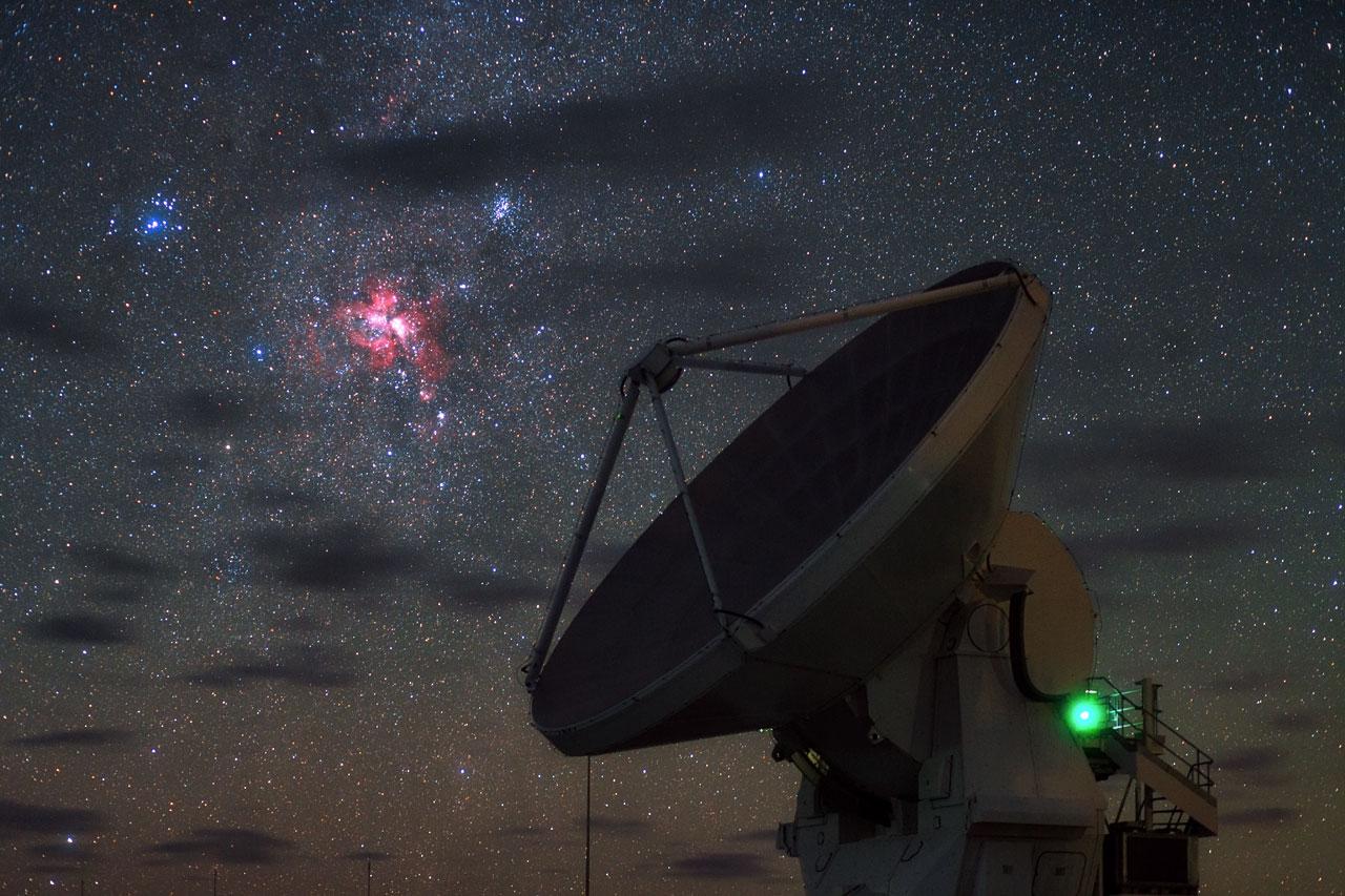 The ESO telescope ALMA and the recently star-forming Carnina Nebula. ESO/B. Tafreshi