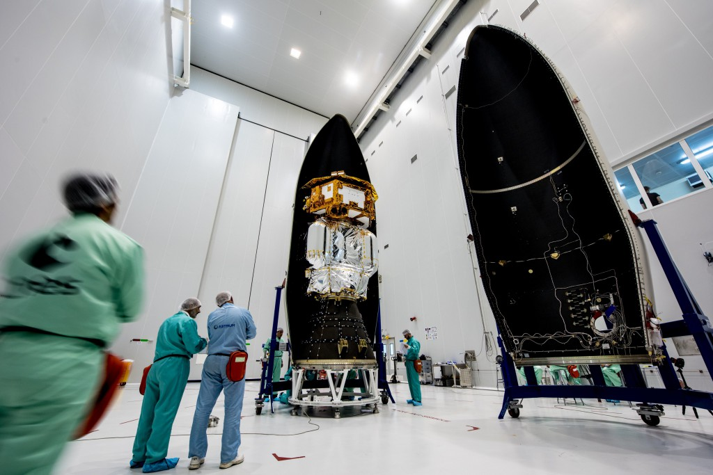 LISA Pathfinder being encapsulated in French Guaiana 15 November 2015. Photo: ESA–Manuel Pedoussaut, 2015